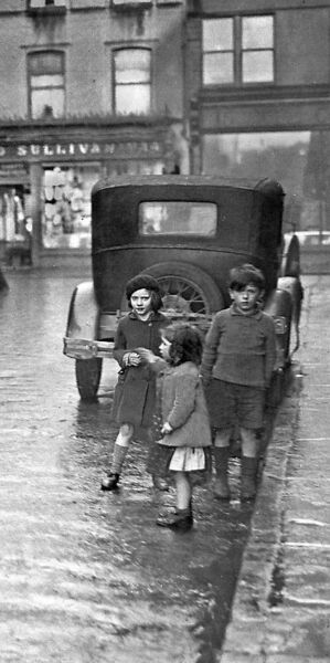 Children on Adelaide Street in 1937, a reader recalls O'Riordan's shop being based here