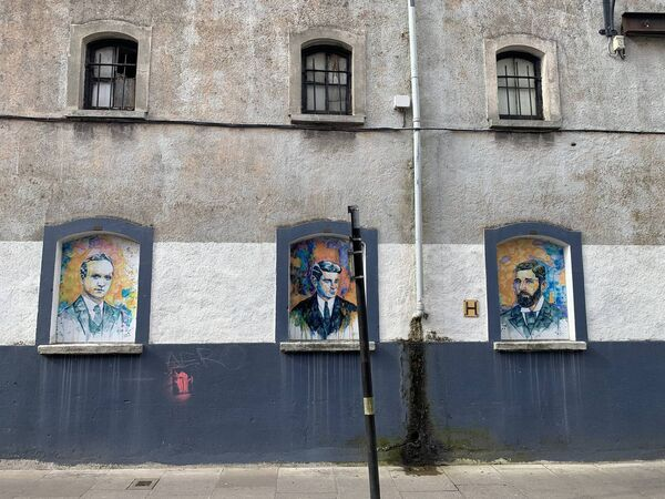 Tributes to Independence heroes