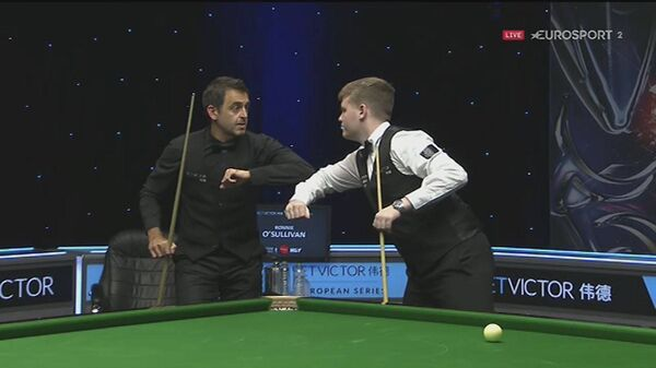 Ronnie O'Sullivan and Aaron Hill exchange greetings before their recent match.