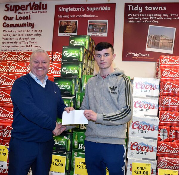 Tomas Singleton, Singleton's SuperValu, Hollyhill, presenting sponsorship cheque to Thomas McCarthy, from Mayfield and a member of Setanta Boxing Club, prior to his participation in the National Elite Championships at the National Stadium, Dublin.