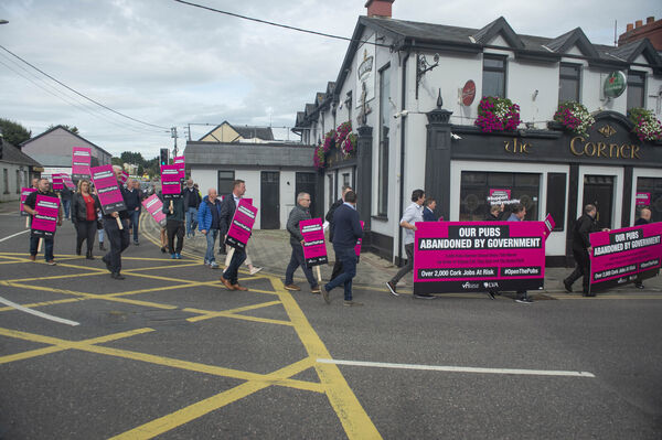 Earlier this week, Cork Vintner's protested over pub closures to Minister Simon Coveney's offices in Carrigaline, Co. Cork