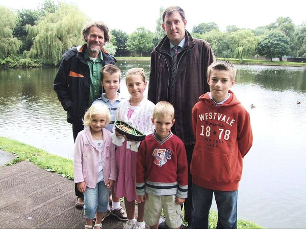 At the launch of McCarthy's Make a Model Boat project, 2009, at the Atlantic Pond; /L-R, Padraig Dineen, Meitheal Mara, Malcolm Muggeridge, Katie Stoker-Phelan, Isabelle Muggeridge, Nigel Muggeridge, Shane Stoker-Phelan & Cllr Kieran McCarthy. Picture: Audrey Furney-Kelly.