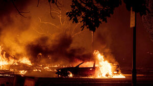 Firefighters battling converging blazes in US state of Oregon