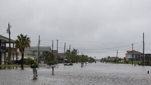Tropical storm makes landfall on Texas coast