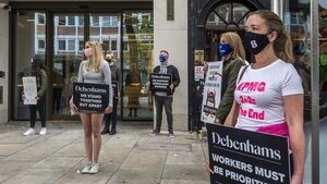 'Cork workers are within your community, your neighbours' - Debenhams workers hand letter into Taoiseach's Cork office calling for urgent support
