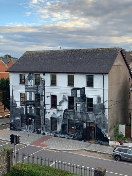 A mural depicting the Burning of Cork has been painted by artist Peter Martin on Grattan Street.
