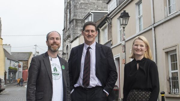 Cllr. Oliver Moran and Cllr. Lorna Bogue with party leader Eamon Ryan TD at Shandon. Both Councillors have welcomed the announcement of a new night-time task force to help the arts sector recover from Covid-19. Picture Dan Linehan