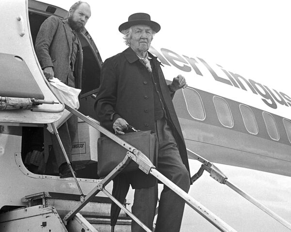 Robert Graves poet and scholar arriving at Cork Airport, 1975.