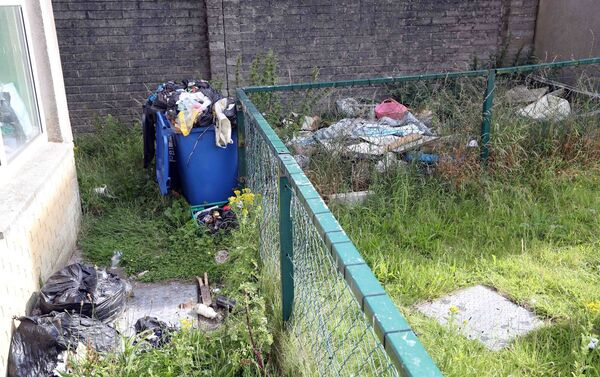 Rubbish at Glenamoy Lawn flats, Mayfield, Cork.Picture: Jim Coughlan.