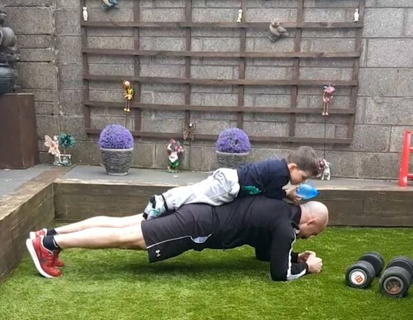 LEAN ON ME! Boxer Spike O'Sullivan training in the back garden