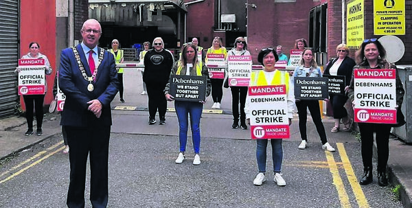 Lord Mayor Cllr Joe Kavanagh, joined the Debenhams workers on the picket line to show his support for their cause.