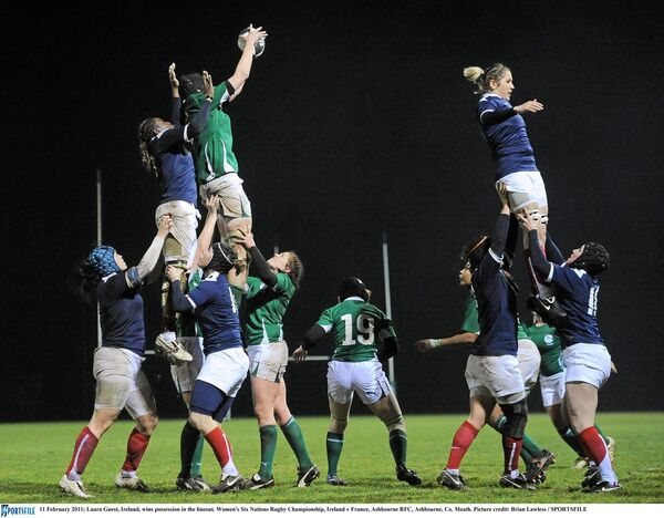 Laura Guest wins possession in the lineout. Picture: Brian Lawless/SPORTSFILE