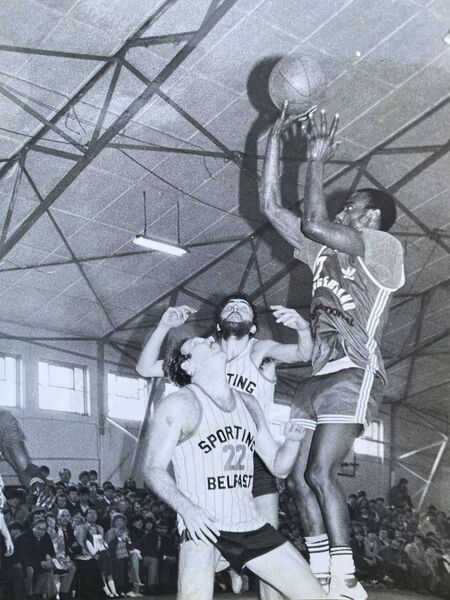 Lennie McMillian about to shoot for Burgerland against Sporting Belfast at Parochial Hall.