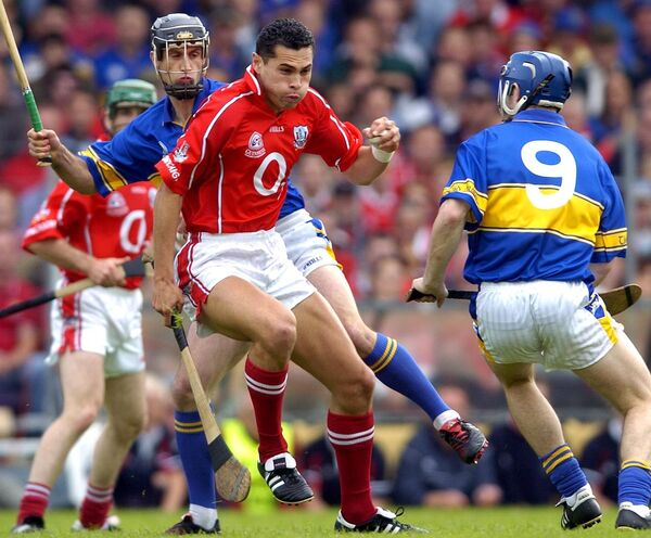 No stopping wing-back Seán Óg in the 2004 qualifier. Picture: Denis Minihane.