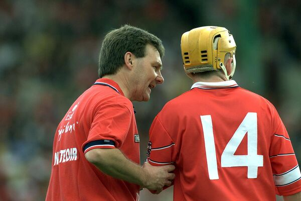 Manager Tom Cashman talks to Joe Deane in the 2001 Munster championship. Picture: INPHO/Patrick Bolger