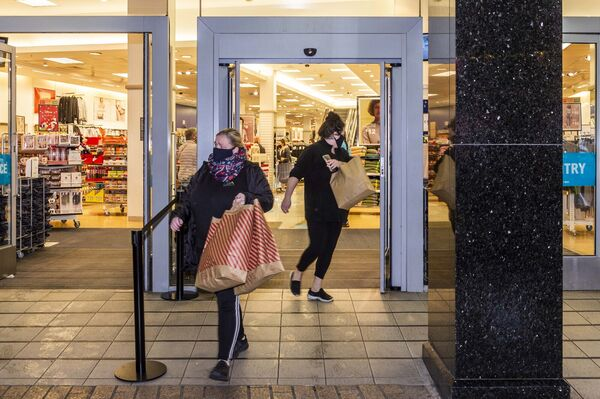 Non-essential shops are opening around the country this morning after being closed for six weeks due to Level 5 COVID-19 restrictions. A small queue formed outside Penney's on Patrick Street this morning, ready for a 7am opening. Shoppers left the store with lots of bags. Picture: Andy Gibson
