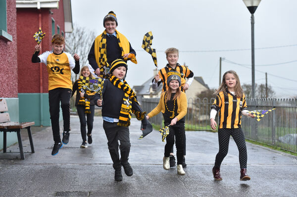 Scoil Realt na Mara, Ballycotton, East Cork had a colours day in support of their team Russell Rovers. Included are brothers, sisters and Teresa Moynihan mother of Daniel the Captain and Kevin, team player, with Ollie Roche, Jack Kennefick, conor Gleeson, Dhane and Abby Murtagh and Eve Gleeson. Picture: Dan Linehan