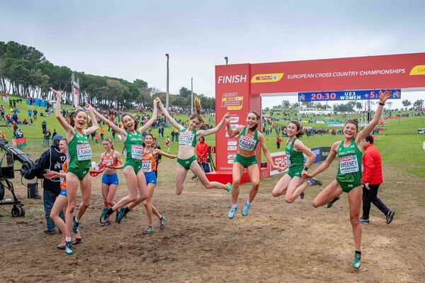The Ireland Women's U23 team of Eilish Flanagan, Roisin Flanagan, Stephanie Cotter, Claire Fagan, Sorcha McAllister and Fian Sweeney celebrate winning a team medal in the Women's U23 raceMandatory Credit ©INPHO/Morgan Treacy