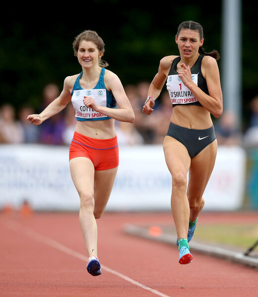 Sophie O'Sullivan and Stephanie Cotter during the junior women's 1500m Mandatory Credit ©INPHO/Oisin Keniry