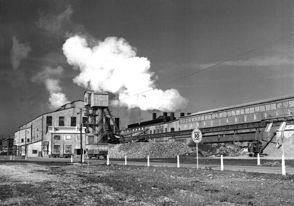 Smoke emitting from the former Irish Sugar plant in Mallow, 1953.