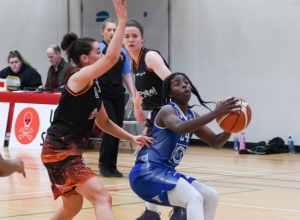UCC Glanmire's Shrita Parker keeps possession as Killester's Rebecca Nagle closes in, during their Women's Super League clash at the Mardyke.Picture: David Keane.EEjob Echo Sport24.11.2019