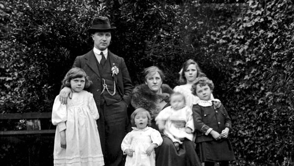 Tomás MacCurtain and family in 1920