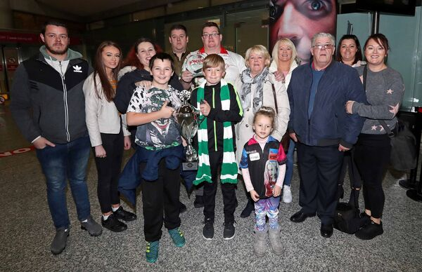 John O'Shea, from Knocknaheeny, BDO World Master Darts Champion 2019 with brother, David, daughter, Kellie, wife Laura, sons, Kenneth and Jake, brother, Jason, mum Margaret, daughter Maise, sister Martina White, dad Johnny, sister Leona O'Mahony, sister, Sharon O'Halloran.Picture: Jim Coughlan.