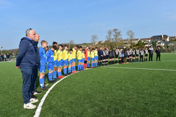Referee Jack Cole and Carrigaline Utd and Midleton U14s stand to honour Pat before a game. Picture: Dan Linehan