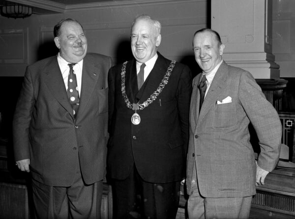 "Oliver Hardy and Stan Laurel, comedians, with Cork Lord Mayor Patrick ""Pa"" McGrath at the City Hall, 08/09/53."