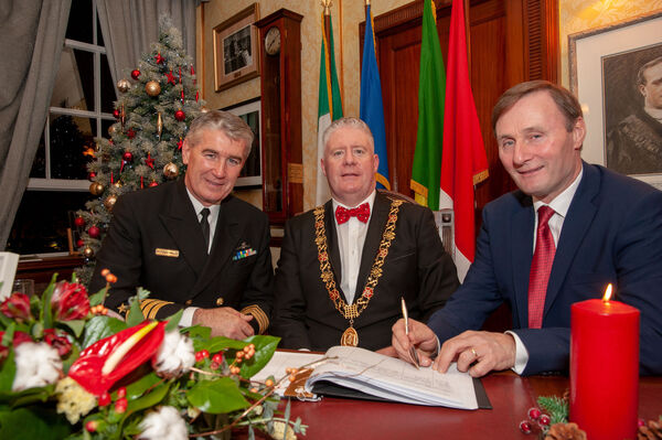 Lord Mayor's (Cllr. Mick Finn) Gala Christmas Concert at the Cork City Hall. Capt Brian Fitzgerald, Irish Navy and Chief Supt Barry McPolin sign the visitors book for the Lord Mayor of Cork, Cllr. Mick Finn. Pic: Brian Lougheed