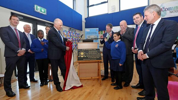 David Stanton TD, Minister of State for Equality, Immigration and Intergration, unveiling the School Plaque, also included are Kealan Buckley, Deputy Principal, Liam Ahern, Chairperson Board of Management, Daniel Afolabi, Catherine Fleming, Principal, Sean Sherlock TD, Asel Sallibi, Kevin O'Keeffe TD, Cllr John Paul O'Shea and Ted Owens, Chief Executive Cork ETB, at the official opening of the new Scoil Aonghusa school building, Castle Park Village, Mallow, Co. Cork.