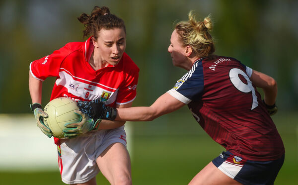 Melissa Duggan takes on Fiona Claffey of Westmeath. Picture: Piaras Ó Mídheach/Sportsfile