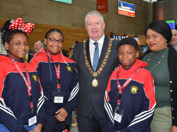 Cllr Mick Finn, Lord Mayor Cork, pictured with Anuoluwapo, Funmilayo, Isihaq and Atoke Abass from Douglas who were part of the Cork City Hospital Childrens Club's annual trip to Eurodisney. Picture: Howard Crowdy