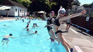 Community makes a big splash with outdoor pool