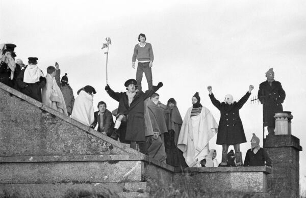 Prisoners protesting during the riot at the prison at Spike Island in September 1985.