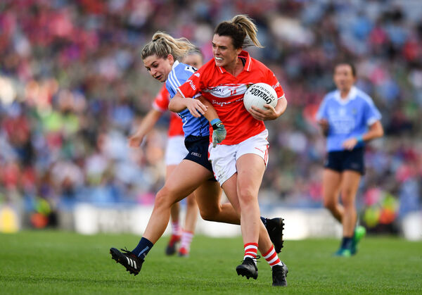 Doireann O'Sullivan tries to hold off Martha Byrne. Picture: Sam Barnes/Sportsfile