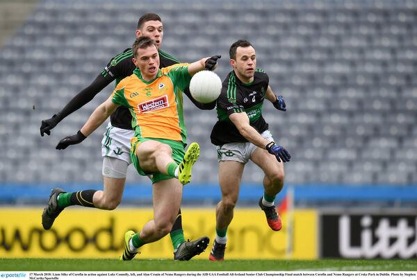 Liam Silke of Corofin is pursued by Luke Connolly and Alan Cronin. Picture: Stephen McCarthy/Sportsfile