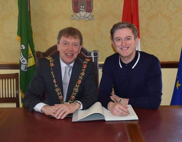 The Lord Mayor of Cork Cllr Tony Fitzgerald and Timmy Matley of The Overtones.