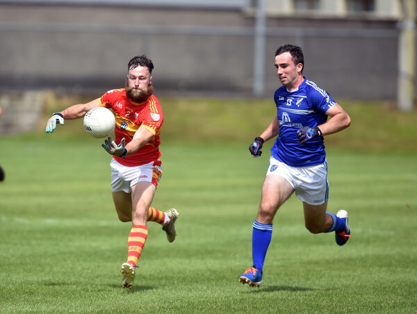 Éire Óg's Dermot O'Herlihy gathers the ball from Bantry Blues' Tim Foley. Picture: Eddie O'Hare