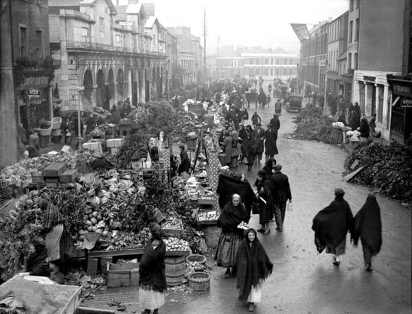 Christmas week at the Coal Quay in Cork city in 1933