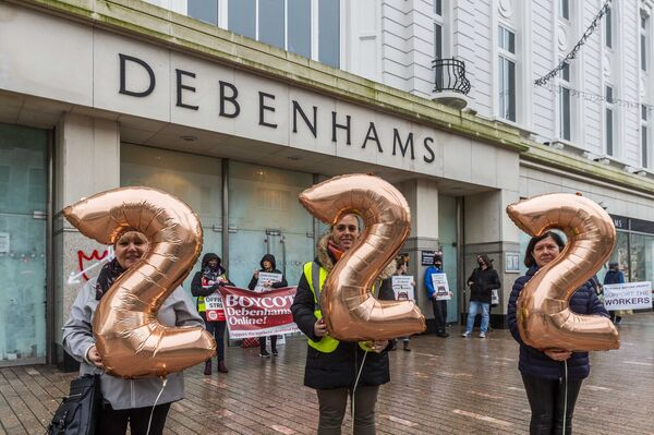 x-Debenhams workers held a protest outside the Patrick Street store. Picture: Andy Gibson.